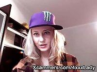 Blonde webcam cutie chatting